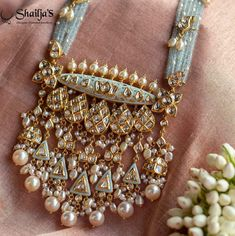 Indian Jewelry Sets, Silver Jewellery Indian, Indian Jewellery Design, Bridal Jewelry Sets, Amrapali Jewellery, Fancy Jewellery, Jewelry Design Earrings, Gold Jewelry, Beaded Jewelry