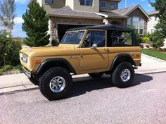 Classic ford bronco i want it. Classic Bronco, Classic Ford Broncos, Classic Trucks, Classic Cars, Old Ford Bronco, Early Bronco, Cool Jeeps, Cool Trucks, Old Fords