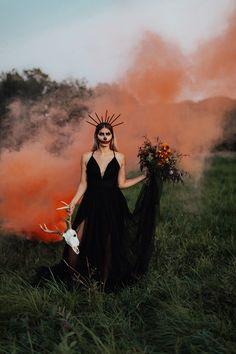 Travel elopement and wedding photographer. Spooky Halloween, Halloween Mode, Creepy Halloween Decorations, Halloween Photos, Halloween Fashion, Halloween Party Decor, Happy Halloween, Halloween Costumes, Witches