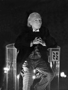 Classic Who: Behind the scenes - Doctor Who - William Hartnell - Imgur #doctorwho #williamhartnell #firstdoctor