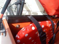 Voor Babboe Big bakfiets: hulpstukje om de gordeltjes beter te positioneren op het peuterzitje. (via Flickr)