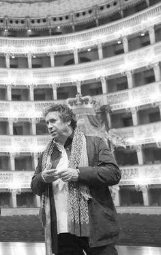 """""""La mia #Aida sarà uno specchio nella quale ogni spettatore possa riflettersi e riflettere. L'allestimento sarà ispirato al #Butoh giapponese"""". Ancora anticipazioni di #FrancoDragone sulla sua prima regia lirica che il 5 #dicembre inaugura la #Stagione1314 del #SanCarlo.  L'attesa cresce...  Siete pronti per quest' #OperaSpettacolare?http://teatrosancarlo.it/play/card/581"""