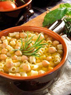 Pasta and chickpeas - Spadellandia vi propone un piatto della tradizione gastronomica toscana, un piatto unico della cucina povera contadina: la classicissima Pasta e ceci! #pastaececi