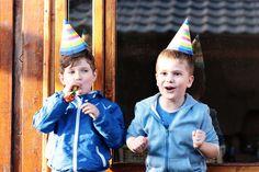 As crianças adoram brincadeiras, e, para que a festa do seu filho seja um sucesso, elas não podem ficar de fora na hora de planejar o aniversário! Para lhe, ajudar preparamos uma lista das brincadeiras que, com certeza, vão garantir a diversão dos convidados. Confira.