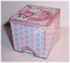 Hallo Ihr Lieben,heute haben wir eine kleine Cupcakebox für Euch. Allerdings passen da wirklich nur kleine Cupcakes rein, eine runde Lippen...