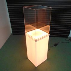 Light up retail security case with clear cover