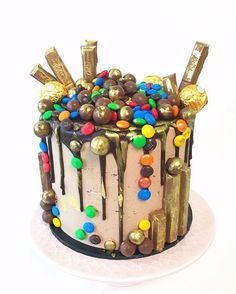Loaded cake Drip cake Kit Kat Chocolate Mud Cake, Love Chocolate, Hockey Birthday, Cake Kit, Heart Cakes, Daniel Fast, Drip Cakes, Cupcake Cakes, Cupcakes