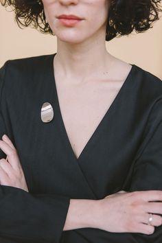 brooch - regina - Anna Lawska Jewellery x Natalia Siebula