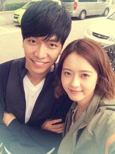 Go Ara Snaps a Photo with a Healthier Lee Seung Gi