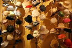 Vintage Hats on tiered/branched wall displays. reminds me of the one downtown Boston, across from the Commons, near the movie cinaplex. A full display sells better than an empty one! Moda Vintage, Vintage Love, Vintage Ladies, Retro Vintage, Vintage Items, Vintage Hats, Cabaret Vintage, Vintage Outfits, Vintage Fashion