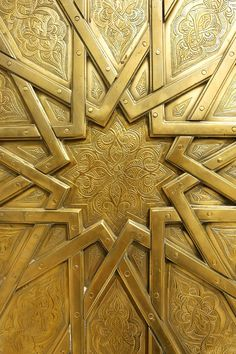Brass door, Royal Palace in Fes Morocco - islamic geometric pattern Islamic Architecture, Art And Architecture, Architecture Details, Arabesque, Art Du Monde, Gold Aesthetic, Islamic Art, Sacred Geometry, Textures Patterns