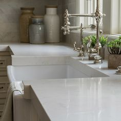 Looking for a breakdown of the best kitchen countertop ideas of this year? The choices are many, but which kitchen countertop is the best for you? Find out here. Kitchen Sink Faucets, Kitchen Backsplash, Kitchen Countertops, Backsplash Ideas, Faux Granite, Victorian Kitchen, Modern Victorian, Quartz Slab, Quartzite Countertops