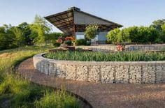 如此极致的景观,不得不服 Ranch Home Designs, Gabion Fence, Gabion Wall, Fencing, Texas Hill Country, Blue Heron, Landscaping Austin, Landscaping Ideas, Garden Landscaping