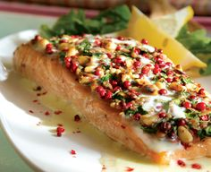 Nut-Crusted Salmon with Chios Mastiha Sauce Almond Sauce Recipe, White Sauce Recipes, Peanut Sauce Recipe, Making White Sauce, Fish Pasta, Peppercorn Sauce, French Lentils, Crusted Salmon, Cooked Apples