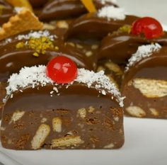 Greek Desserts, Sweet Recipes, Pudding, Sweets, Capes, Food, Cape Clothing, Gummi Candy, Custard Pudding