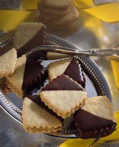 Polomáčené linecké s kávovým krémem Christmas Baking, Christmas Cookies, Czech Recipes, Sweet Recipes, Cheesecake, Muffin, Food And Drink, Breakfast, Homemade Crackers