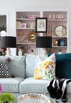 Preppy Home Decor- 7 Perfectly Preppy Eclectic Decorated Rooms - Eclectic Home Decor Living Room Decor Eclectic, Colourful Living Room, Family Room Decorating, Decorating Ideas, Rental Decorating, Living Room Inspiration, Room Colors, Home Fashion, Home Decor Styles