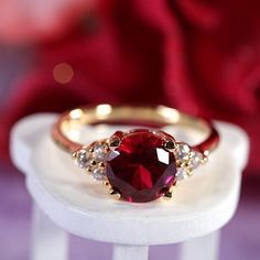 Ruby Rings Circa 1900 Ruby Engagement Ring w/ Garnet Accents Gold Antique Ruby Ring Victorian Ruby & Diamond by AlistirWoodTait, Runde Schnitt rot Ruby Jewelry, Jewelry Rings, Jewelery, Jewelry Accessories, Fine Jewelry, Pretty Rings, Beautiful Rings, Ring Armband, Ring Verlobung
