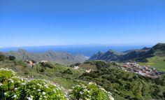 Aussicht bei einer Wanderung auf Teneriffa, in der Ferne sieht man Gran Canaria
