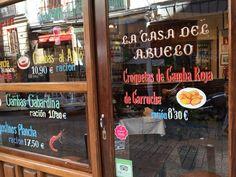 Casa del Abuelo taberna abierta en Madrid en el año 1906, por el toledano Tomás, empezó a ser famosa por sus rosquillas y su vino dulce y actualmente por sus gambas. #historia #turismo