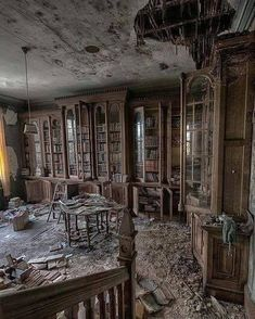 A library book lasts as long as a house. I love these photos of old abandoned buildings! Who could leave all these books? Related posts:Urbex Château VerdureSummer afternoons by Laurentzi Martinez Morilla on Abandoned Library, Old Abandoned Buildings, Abandoned Property, Abandoned Mansions, Old Buildings, Abandoned Places, Abandoned Detroit, Beautiful Buildings, Beautiful Places