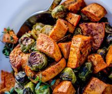 The easy recipe for roasted sweet potatoes and Brussels sprouts! Vegetable Sides, Vegetable Recipes, Traditional Thanksgiving Dinner, Potato Dinner, Potato Side Dishes, Roasted Sweet Potatoes, Food Dishes, Dishes Recipes, Potato Recipes