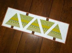 20121002-084617.jpg   Great new tutorial from May Chappell blog.  12 Days of Christmas