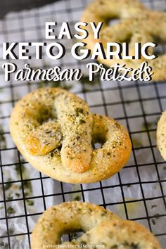 This is a very easy garlic parmesan pretzel recipe that is perfect for a snack or family night! The mix of garlic and parmesan put together is always a delicious combo. They are so easy to make they would be a fun recipe to let kids help you put together. Keto Foods, Ketogenic Recipes, Keto Snacks, Garlic Parmesan Pretzel Recipe, Pan Cetogénico, Easy Keto Bread Recipe, Bread Recipes, Pain Keto, Aperitivos Keto