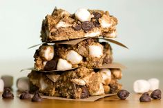 Who doesn't love s'mores? Paired with peanut butter, what could be better?  These sweet treats can be ready in no time and are the perfect mix of graham crackers, marshmallows and chocolate - all encased in creamy peanut butter!  It's a surefire winning dessert recipe.