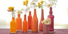 Aí, que tal se pintarmos algumas garrafas para decorar a casa?