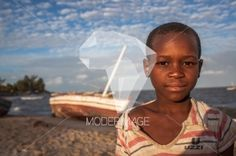 Rapaz na praia/Boy at the beach by Artur Cabral – Moderimage
