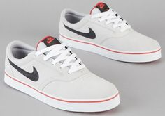 Nike SB Vulc Rod – Metallic Platinum / Atomic Red