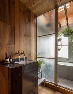 3f4855304ab5b Geräuchertes Eichenholz und rustikale Ziegelwände im japanischen Stil von  Simon Astridge in London London Apartment