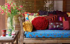 The Outdoor Living Room: Stylish Ideas for Porches Small Apartment Decorating, Interior Decorating, Interior Design, Decorating Ideas, Casa Mix, Tropical, Colorful Pillows, Crochet Home, Interior Exterior