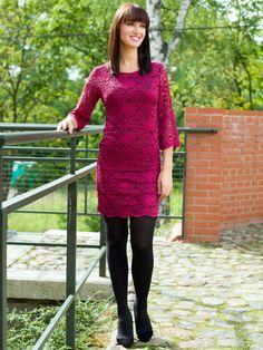 wspaniała i głęboka w kolor sukienka młodzieżowa. Przepięknie się prezentuje na co dzień jak i na jakieś większe okoliczności jak randka z ukochanym :)
