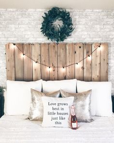 Dive to Salvaged Barn Wood Headboard. Treasure and this barn wood headboard is definitely - Bedrooms are paradise. Headboards For Beds, Bedroom Diy, Wooden Diy, Diy Home Decor, Diy Wood Headboard, Wooden Headboard, Pallet Diy, Fall Decor Diy, Wood Diy