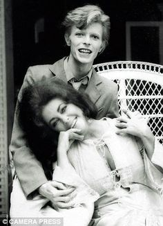 1975 - David Bowie and Elizabeth Taylor (photo by Terry O'Neill). Elizabeth Taylor, David Bowie, Angie Bowie, Stoner Rock, Bert Stern, Robert Mapplethorpe, Annie Leibovitz, Richard Avedon, David Jones