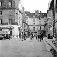 Rue des Hospitalières-Saint-Gervais. Paris (IVème arr.), août 1960.