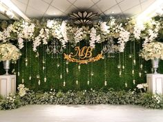 this backdrop with brighter colours for the stage Wedding Backdrop Design, Wedding Stage Design, Wedding Reception Backdrop, Green Wedding Decorations, Desi Wedding Decor, Engagement Decorations, Flower Wall Wedding, Wedding Wall, Photowall Ideas