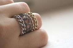 More DIY Chain Rings - Another method to make a chain ring using a variety of chain. Wire Jewelry, Jewelry Crafts, Jewelry Rings, Jewelry Accessories, Handmade Jewelry, Jewelry Design, Jewlery, Diy Jewellery, Wire Earrings
