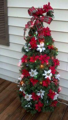 Christmas DIY: Tomato cage Christma Tomato cage Christmas Tree! #christmasdiy #christmas #diy