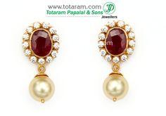 Pearl Necklace Designs, Jewelry Design Earrings, Gold Earrings Designs, Gold Jewellery Design, Diamond Jewelry, Gold Jewelry, Gold Jhumka Earrings, Pearl Earrings, Jewelry Patterns