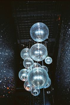 Installation of multiple disco balls of various sizes / Glam Mode Disco, Disco 70s, Picture Wall, Photo Wall, Catty Noir, New Wave, Partys, Retro Aesthetic, Wall Collage