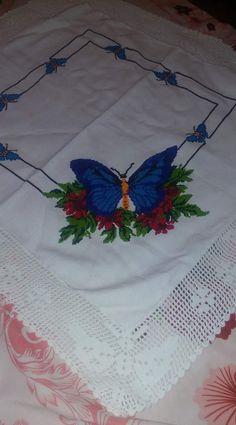 Butterfly Cross Stitch, Cross Stitch Flowers, Crochet Decoration, Needlepoint, Embroidery Patterns, Graduation, Crafts, Cross Stitch Borders, Butterflies