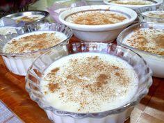 Κερνάω ρυζογαλάκι μυρωδάτο 😋 με φρέσκο πρόβειο γάλα, αρωματισμένο με βανίλια και κανελίτσα Kai, Pudding, Sweets, Cookies, Desserts, Recipes, Greek, Food, Deserts