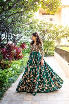 Nov 2018 - New York, India, Hawaii, when we put these places from different ends of the planet together, magic happens! We had the honor to shoot a Indian wedding at Four Seasons Maui for our bride and gro Indian Reception Dress, Wedding Reception Gowns, Indian Wedding Gowns, Desi Wedding Dresses, Indian Gowns Dresses, Indian Fashion Dresses, Indian Outfits, Prom Dresses, Formal Dresses