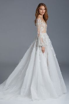 Utterly stunning couture wedding dress designer Paolo Sebastian Spring Summer Bridal Collection featuring inspired designs of the Nightingale. Fashion Week, Look Fashion, Winter Fashion, Fashion Outfits, Fashion Photo, Paolo Sebastian Wedding Dress, Bridal Gowns, Wedding Gowns, Wedding Pics