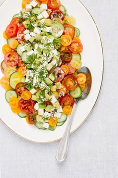 Cucumber Tomato Mozzarella Salad – Foolproof Living Cucumber Tomato Mozzarella Salad with Homemade Balsamic Vinegar: An easy to make vegetarian salad recipe made with the freshest summer produce. Vegetarian Salad Recipes, Summer Salad Recipes, Healthy Salads, Summer Salads, Healthy Eating, Healthy Recipes, Vegetable Recipes, Healthy Food, Tomato Mozzarella Salad