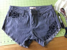 Shorts with tribal decoration - Caitlin Yawger