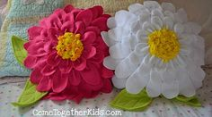 Fleece craft projects for kids, teenagers and adults. How to make, sew and no-sew polar fleece craft ideas. Making hats, baby wraps, pillows, slippers, mittens, scarves, socks, headbands, ear warmers